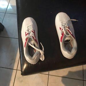 Curves sneakers
